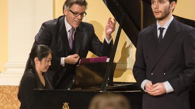 Thomas Hampson coaches a collaborative pianist